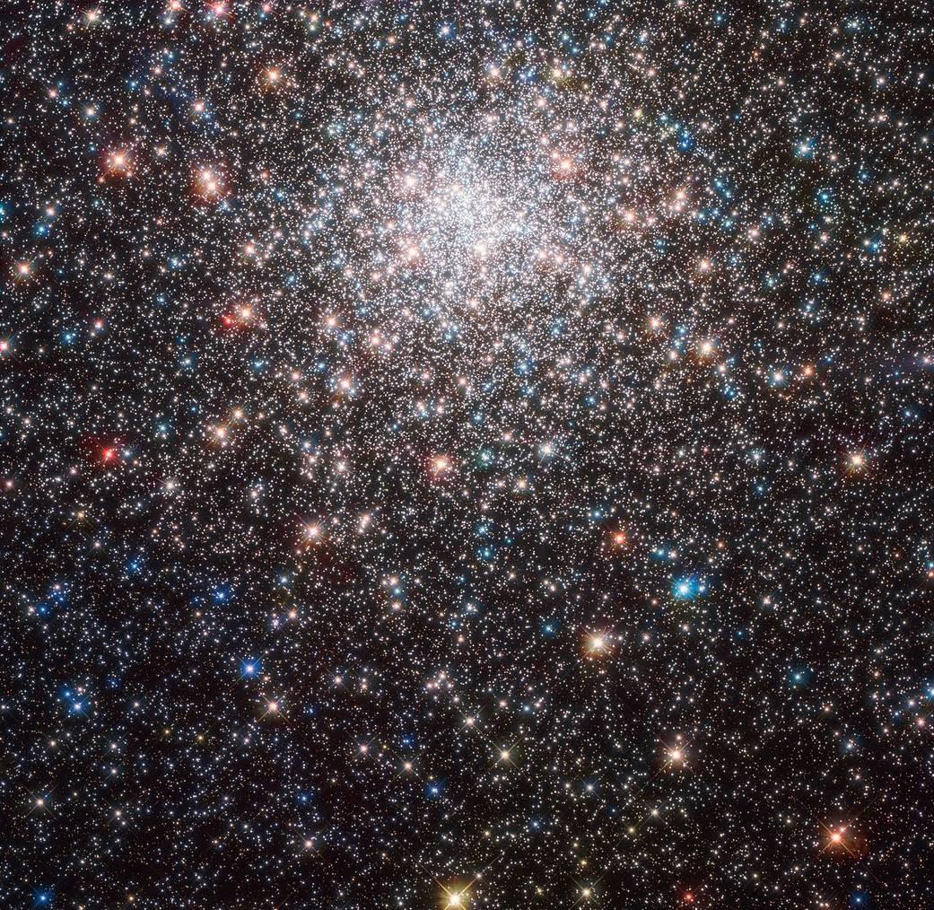 Imagem da galáxia M28 (Foto: ESA/Hubble & NASA, J. Blakenslee, P. Cote et al.)