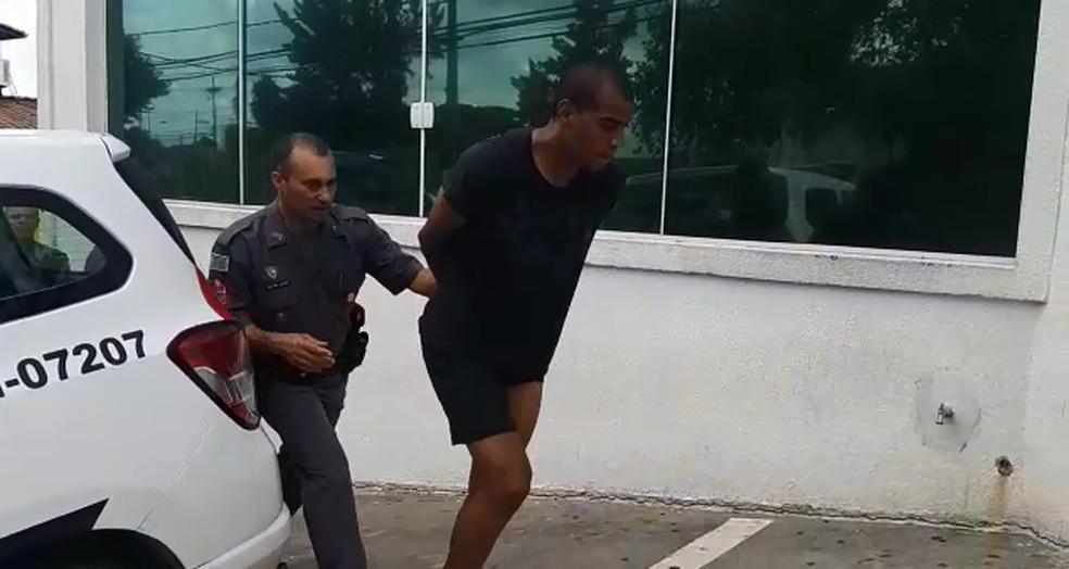 Régis, do São Bento, é preso por posse de droga, embriaguez ao volante e resistência à prisão — Foto: Jomar Bellini