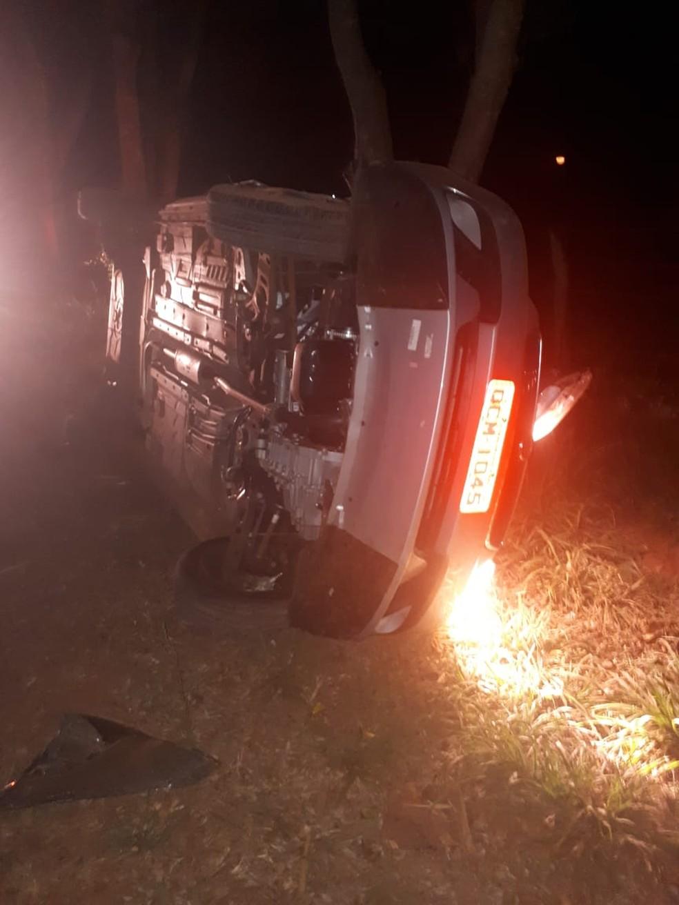 Ladrão roubou táxi e capotou várias vezes (Foto: Polícia Militar de MT)