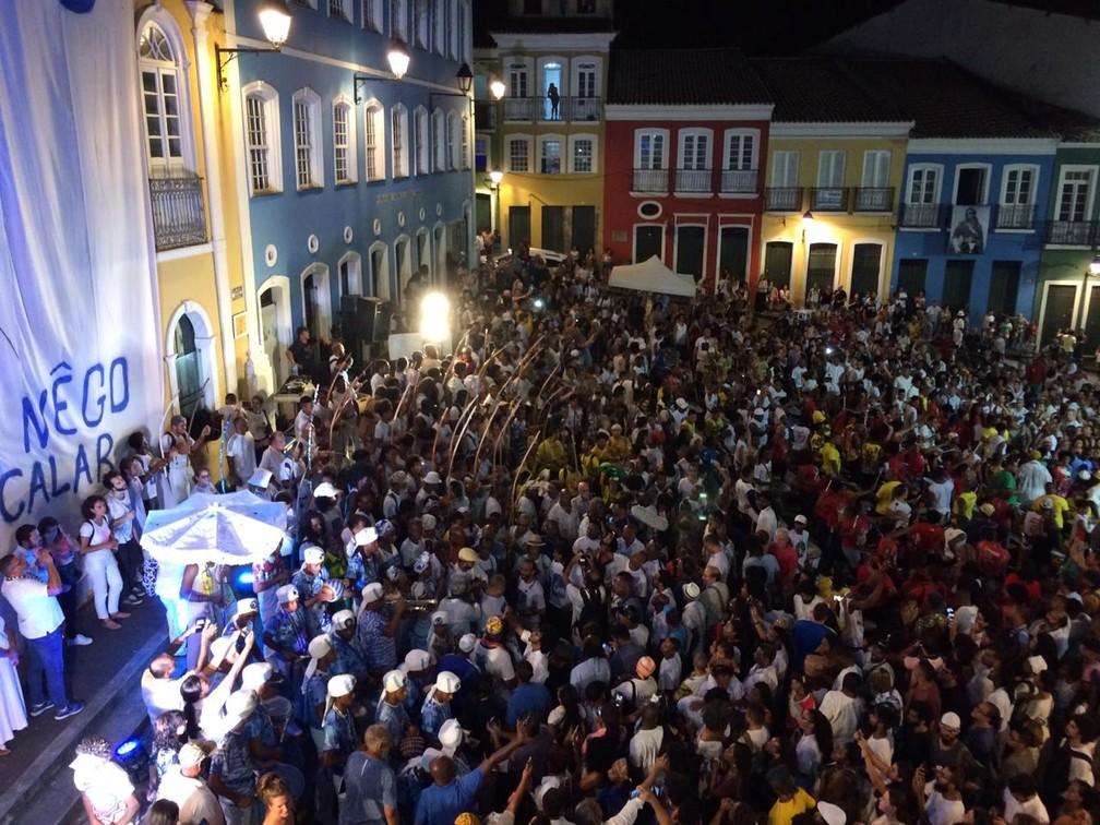 Grupos culturais participam de ato em homenagem a Moa do Katendê  — Foto: Giana Matiazzi/TV Bahia