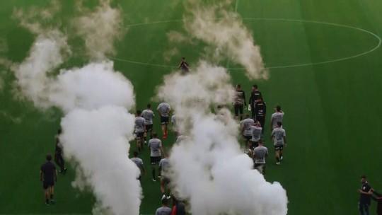 Torcida do Corinthians faz festa na arena em treino aberto antes de decisão; veja fotos e vídeos
