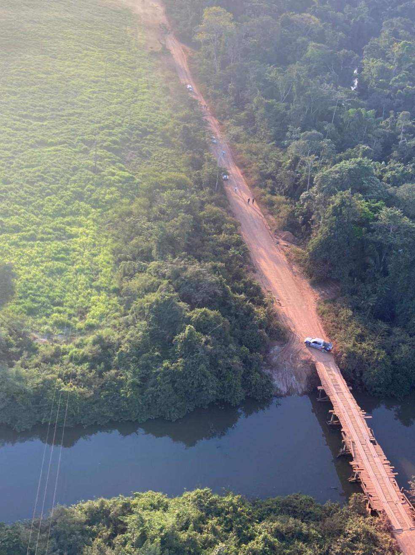 Aeronave do Ciopaer ajuda nas buscas por assaltantes em Nova Bandeirantes e polícia faz barreiras — Foto: Ciopaer
