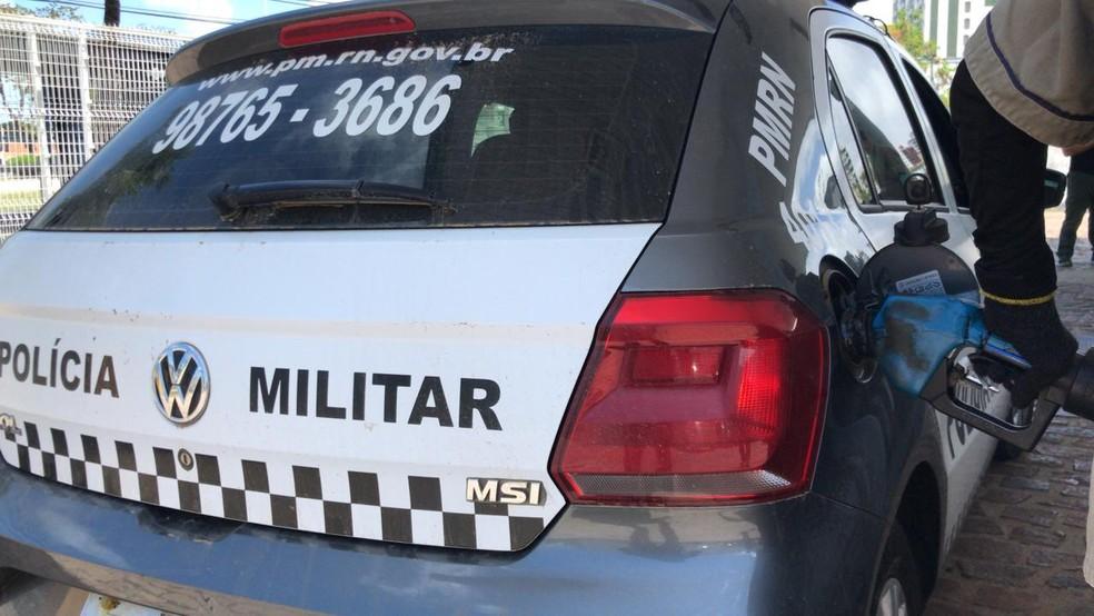 Viaturas abasteceram no posto do Centro Administrativo nesta quarta — Foto: Geraldo Jerônimo/Inter TV Cabugi