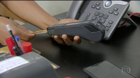 Pesquisa revela que 1 em cada 3 brasileiros não sabe o valor da fatura do cartão