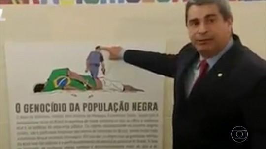 PT aciona o Conselho de Ética após deputado do PSL quebrar placa em exposição
