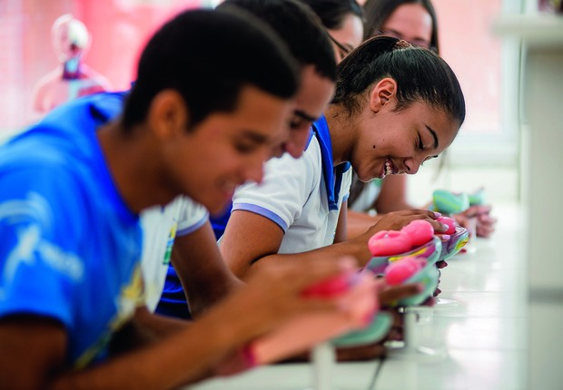 A educação do Ceará possui avanços que vão desde a implementação da política de alfabetização na idade certa até as escolas de tempo integral (Foto: DAVI PINHEIRO / GOVERNO DO CEARÁ)