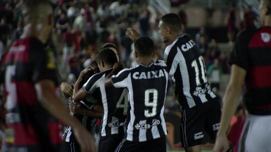 Yaya Santana? Alex faz golaço, ganha apelido de Erik e cai nas graças da torcida do Botafogo