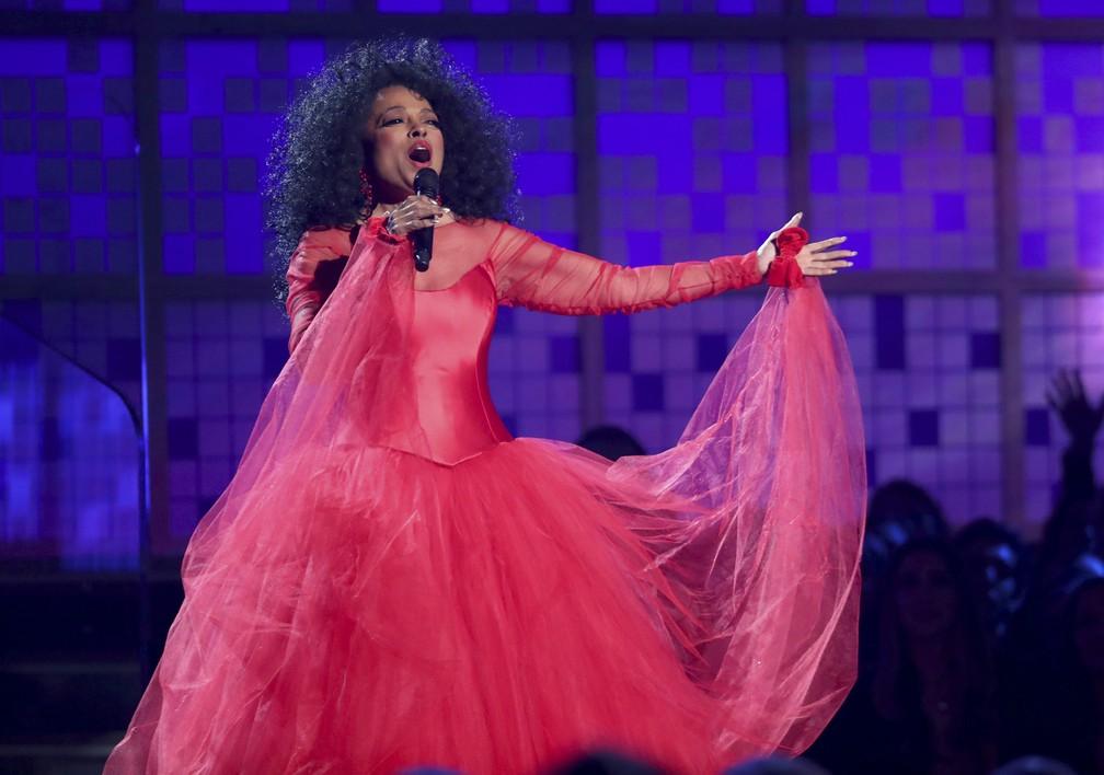 Diana Ross se apresenta durante o Grammy 2019, em Los Angeles — Foto: Matt Sayles/Invision/AP