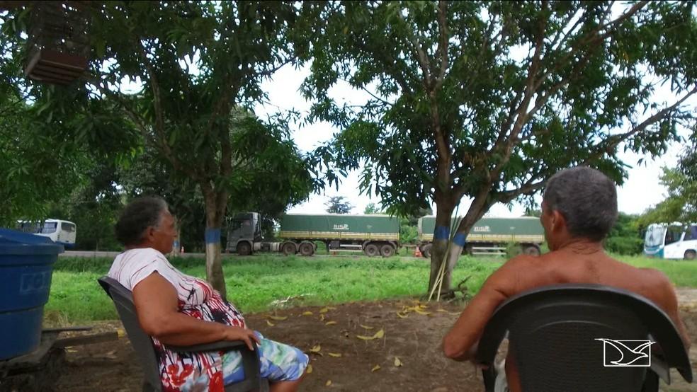 Falta de comunicação entre Secretaria do Meio Ambiente, DNIT e comunidades causou a suspensão das obras na BR-135 (Foto: Reprodução/TV Mirante)