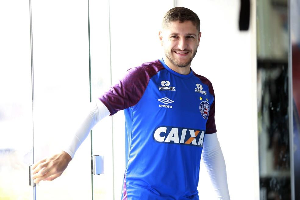 ... Zé Rafael em treino físico do Bahia — Foto  Felipe Oliveira    Divulgação   E.C. 7fb525d3c3186