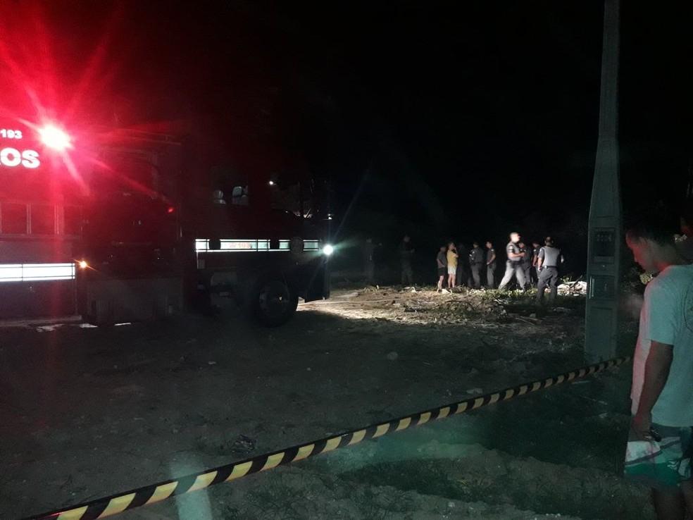 Bombeiros socorrem vítimas de acidente com aeronave (Foto: Arquivo Pessoal)