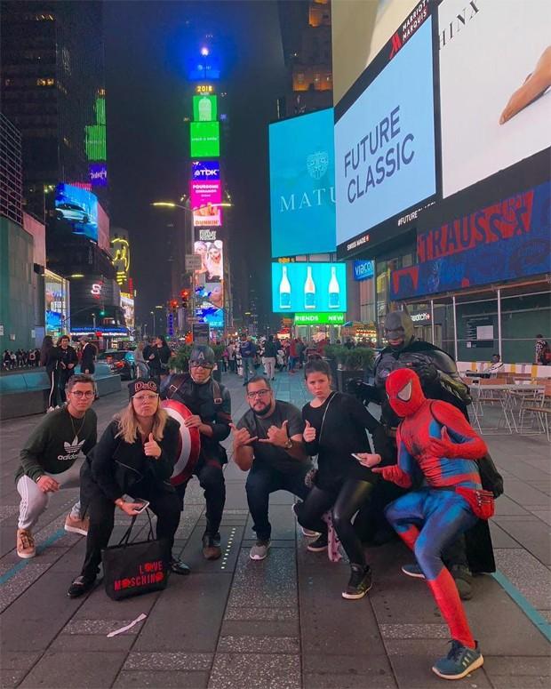 Marilia Mendonça e equipe em NY (Foto: Reprodução/Instagram)