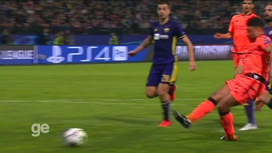 Dzeko vence prêmio de golaço da rodada na Champions; David Luiz fica em quarto