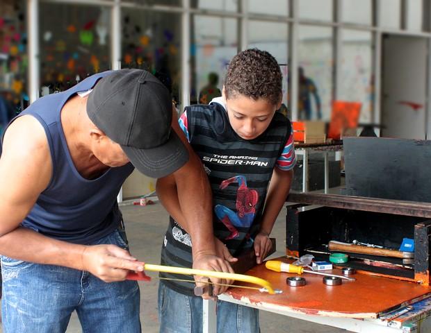 Construção de Carrinho de Rolimã, no Sesc Registro (Foto: Bruno Pere)