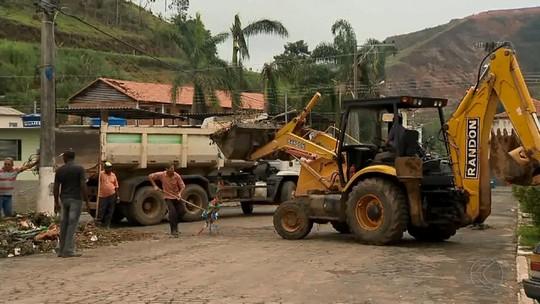 Moradores de Simão Pereira começam a reconstruir áreas atingidas por tromba d'água