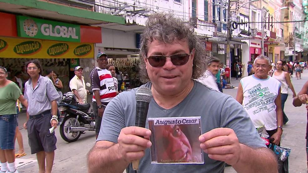 Cantor romântico, Augusto César foi diagnosticado com Covid-19 e morreu, no Recife, aos 61 anos de idade — Foto: Reprodução/TV Globo