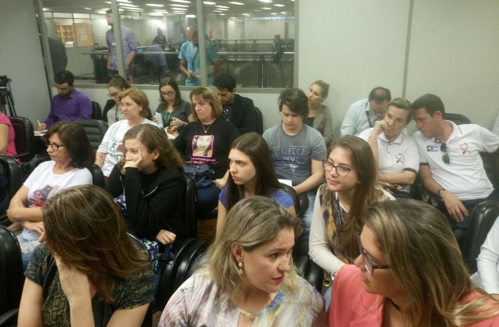Familiares de vítimas acompanharam a votação em que o júri foi afastado, em Porto Alegre (Foto: Jonas Campos/RBS TV)