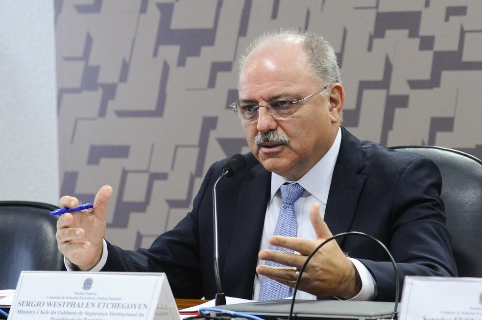 Ministro Etchegoyen participou de audiência em comissão do Senado (Foto: Geraldo Magela/Senado)