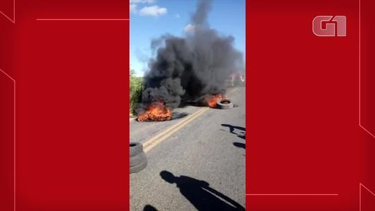 Quatro trechos em rodovias do Ceará seguem bloqueados pelos caminhoneiros