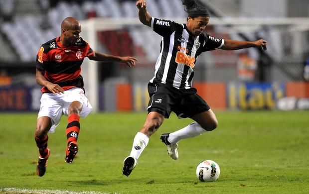 Wellington Silva e Ronaldinho, Flamengo x Atlético-MG (Foto: André Durão / Globoesporte.com)