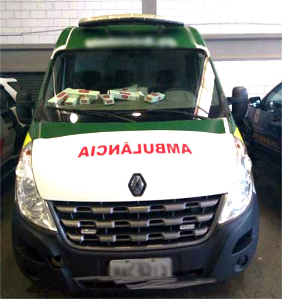 A ambulância e a carga foram apreendidas e levadas para a Polícia Federal de Marília (Foto: i7 Notícias/Divulgação)