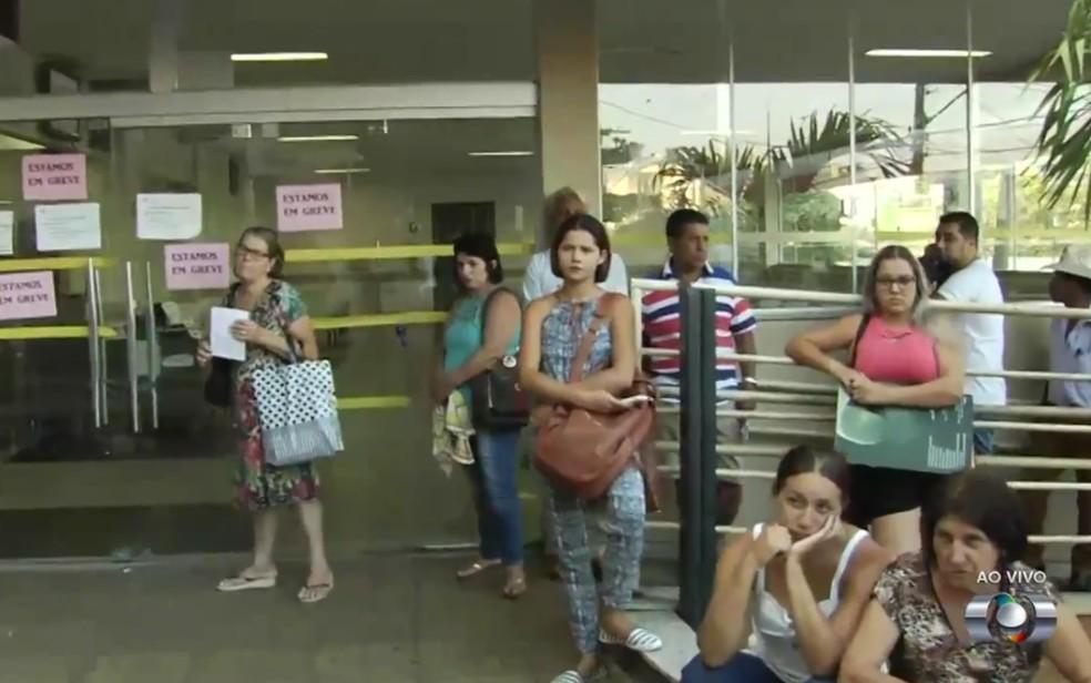 Pacientes foram surpreendidos com greve na Santa Casa de Goiânia (Foto: Reprodução/TV Anhanguera)