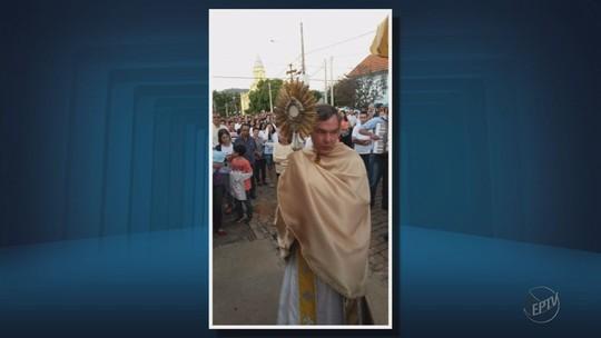 Padre que beijou coroinha confirma vídeo e afirma que foi 'ato de fraqueza', diz polícia em MG
