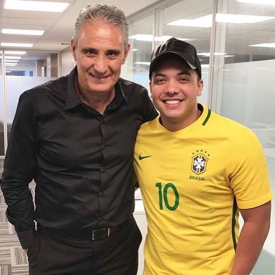 Wesley Safadão relembrou clique com Tite para torcer (Foto: Reprodução/Instagram)