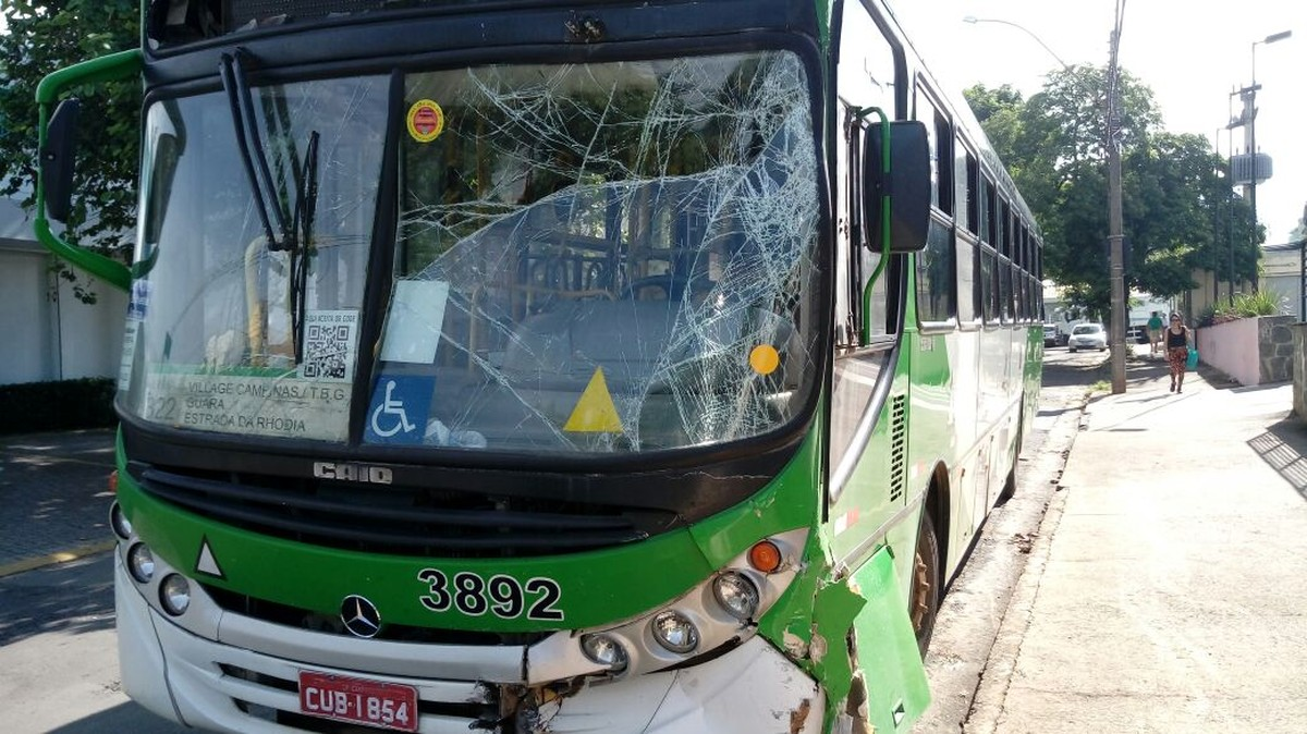 Colisão entre dois ônibus em avenida deixa feridos em Campinas