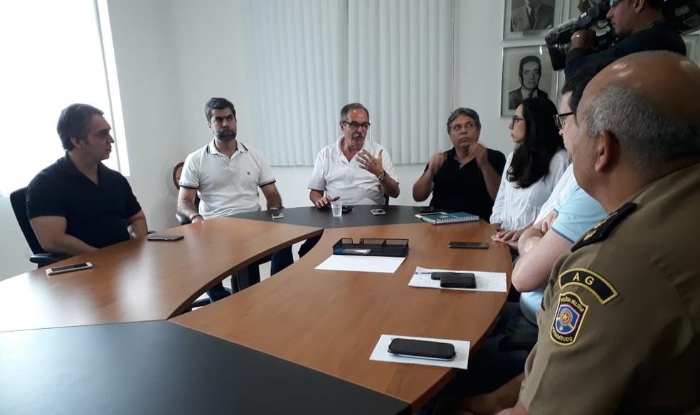 Coletiva de imprensa na Secretaria de Justiça e Direitos Humanos de Pernambuco foi realizada neste domingo (2) para tranquilizar a população (Foto: Bruno Grubertt/TV Globo)