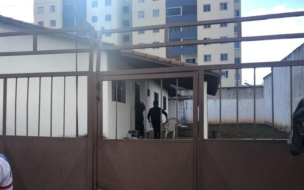 Causas do incêndio que deixou dois mortos ainda não desconhecidas  (Foto: Thiago Vieira/TV Anhanguera)