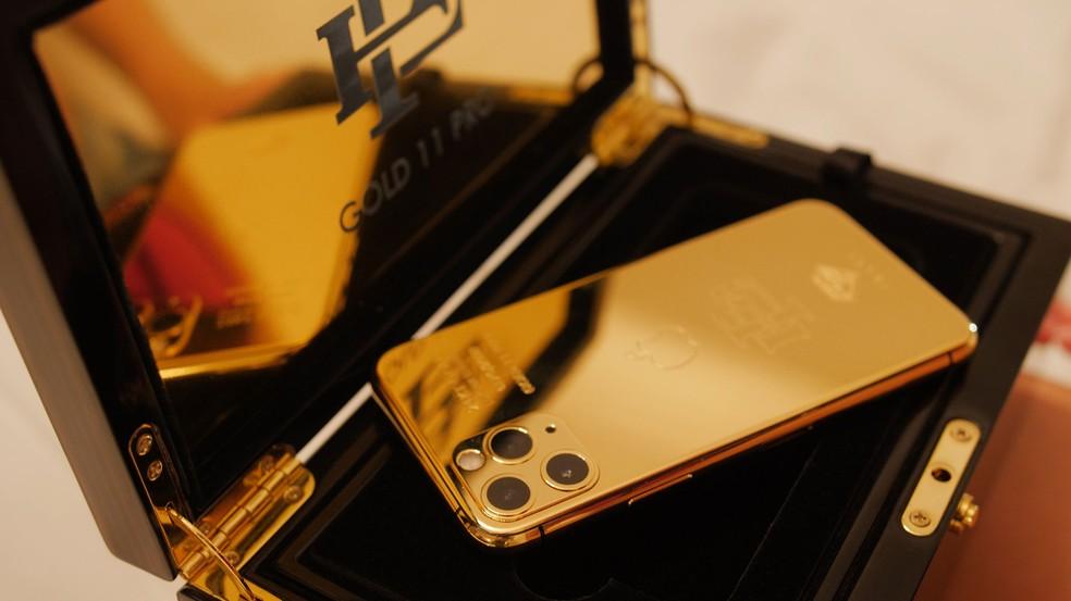 iPhone refurubished e banhado a ouro é o novo lançamento da empresa Escobar Inc  — Foto: Reprodução/WCCFtech