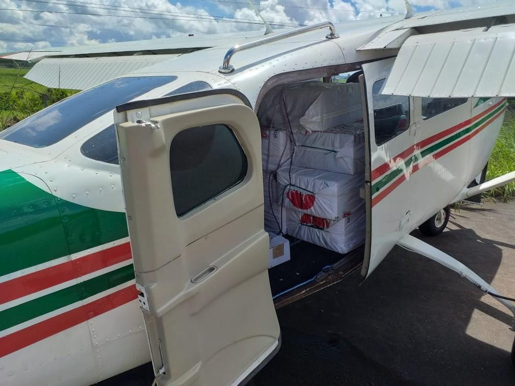 Droga ocupava boa parte do interior da aeronave — Foto: Divulgação/PF