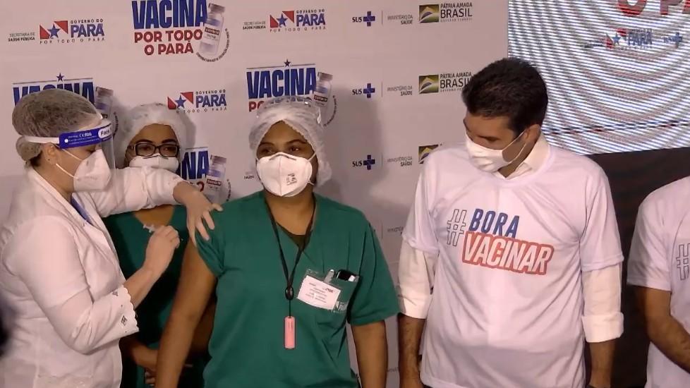 Enfermeiras que atuam na linha de frente recebem as primeiras doses da vacina contra Covid-19 em Belém