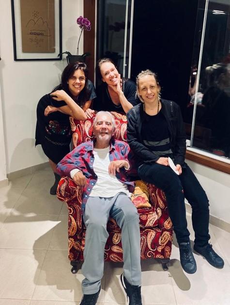 Bel Kutner com o pai, Paulo José, e as irmãs (Foto: Reprodução)