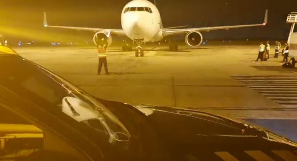 Avião que trouxe o 5º lote de vacinas da Pfizer ao Brasil pousou no Aeroporto de Viracopos, em Campinas (SP), no dia 26 de maio de 2021 — Foto: Polícia Federal