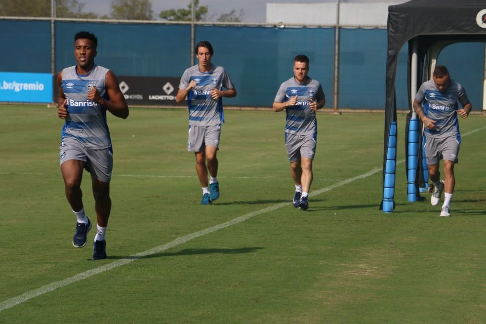 Cortez, Geromel, Ramiro e Everton correm no treino (Foto: Eduardo Moura)