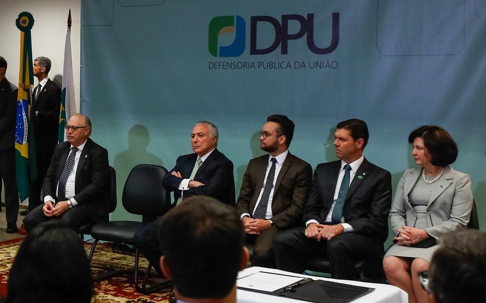 Além de Temer, a procuradora-geral da União, Raquel Dodge, também prestigiou a cerimônia de posse do novo procurador público-geral da União — Foto: Marcos Corrêa/PR