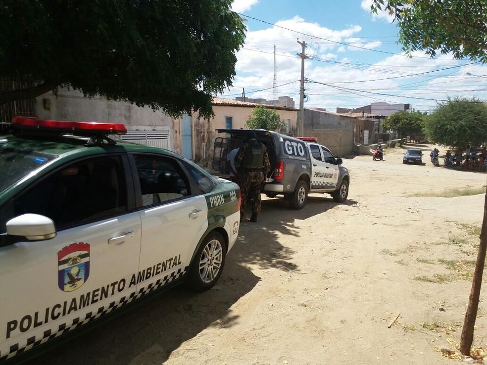 Operação da PM em Caicó prendeu suspeitos e apreendeu drogas (Foto: Divulgação/PM)
