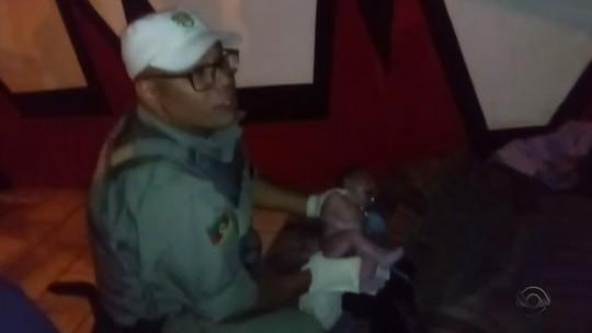 Grávida em situação de rua entra em trabalho de parto e recebe ajuda de policiais em Canoas