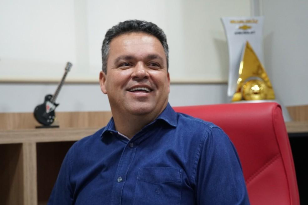 Adson tem bom relacionamento com a diretoria do Flamengo e o empresário Eduardo Maluf — Foto: Paulo Marcos