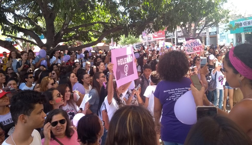 PE - Petrolina: Ato de mulheres contra Bolsonaro neste sábado (29) — Foto: G1