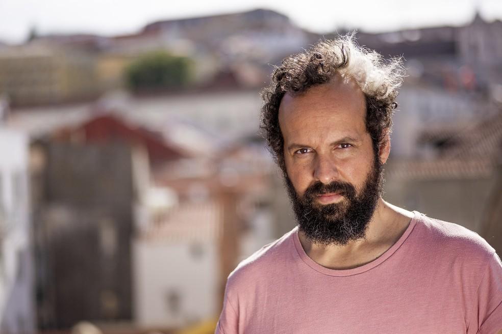 Momo evoca a bossa de João Gilberto no samba 'Diz a verdade', destaque do repertório — Foto: Pedro Ivo Euzébio / Divulgação