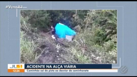 Caminhão cai em ribanceira na Alça Viária, no Pará