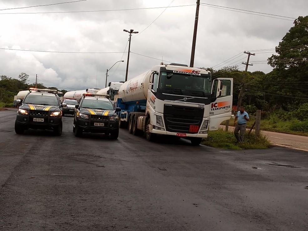 PRF escolta caminhões que levam oxigênio para Manaus — Foto: Jheniffer Núbia/G1