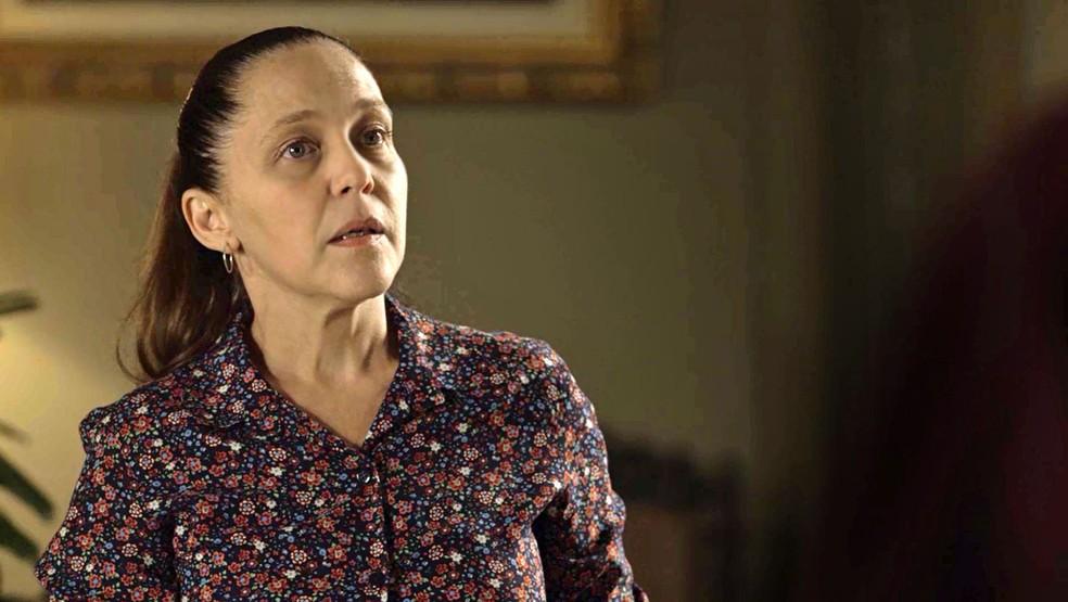 Judith (Isabela Garcia) diz a Marcos Paulo (Nany People) há quanto tempo vive no casarão, na novela 'O Sétimo Guardião' — Foto: TV Globo