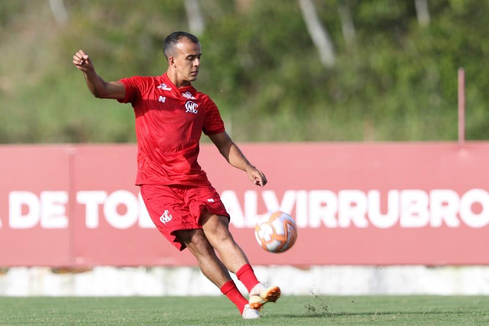 Matheus Carvalho é outro que fica no Náutico — Foto: Marlon Costa / Pernambuco Press