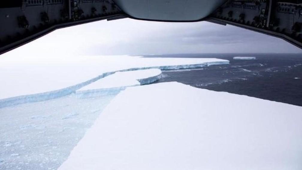 Maior iceberg do mundo é registrado em voo militar — Foto: BFSAI/CORPORAL PHILIP DYE