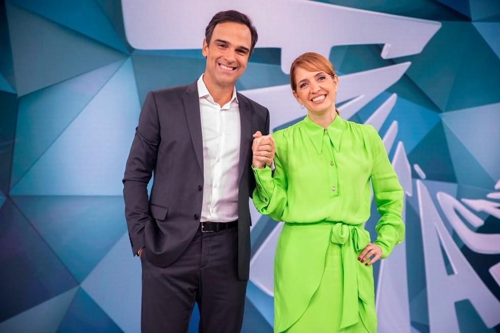Tadeu Schmidt e Poliana Abrita no Fantástico — Foto: Globo/João Cotta