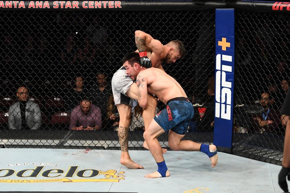Ray Borg dominou Rogério Bontorin no UFC Rio Rancho — Foto: Getty Images